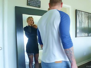 Nasty blonde with perfect curves Natasha Starr gets her slit rammed