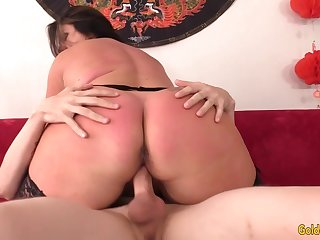 A Hard Pussy Pounding That Juicy Mature Leylani Wood Is Sure to Enjoy