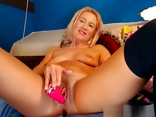 Hottest Shaved Pussy Teen Squirting Her Vagina