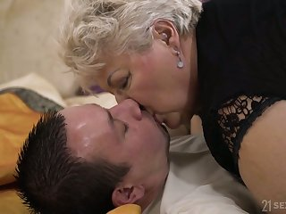 Young student fucks chubby ugly old woman Astrid living nextdoor