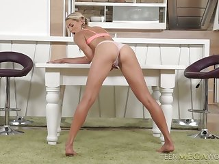 Horny solo show performed by long legged nympho to reach orgasm
