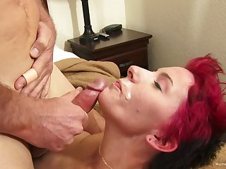Mature amateur couple decides to film their sex in the bedroom