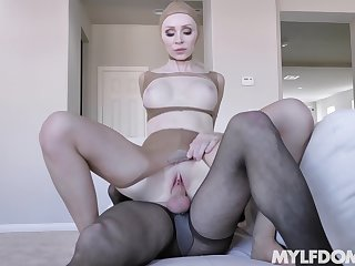 Pantyhose full fetish porn with the mature mistress