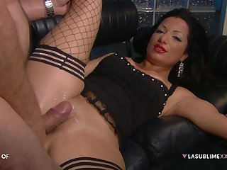 Hardcore fucking on the leather sofa with a boss and Priscilla Salerno