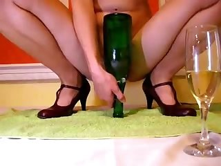 This raving minx can make a bottle disappear down her love tunnel on cam