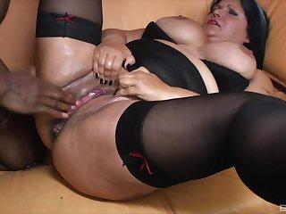 Interracial sex between a black dude and a fat mature babe