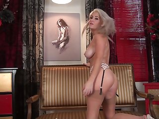 Natural boobs blonde chick Lu Elissa spreads her legs to play